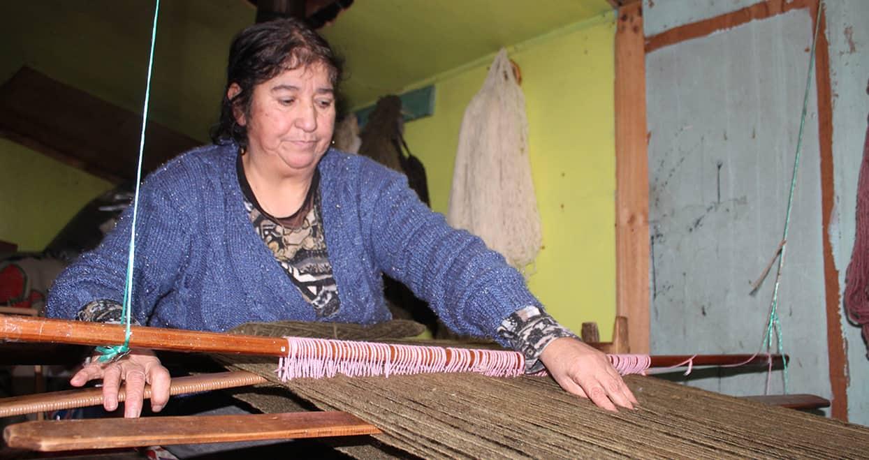 Adriana Tureuna trabajando
