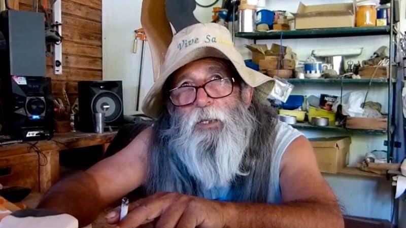 Gerardo Astudillo, fabricante de marionetas