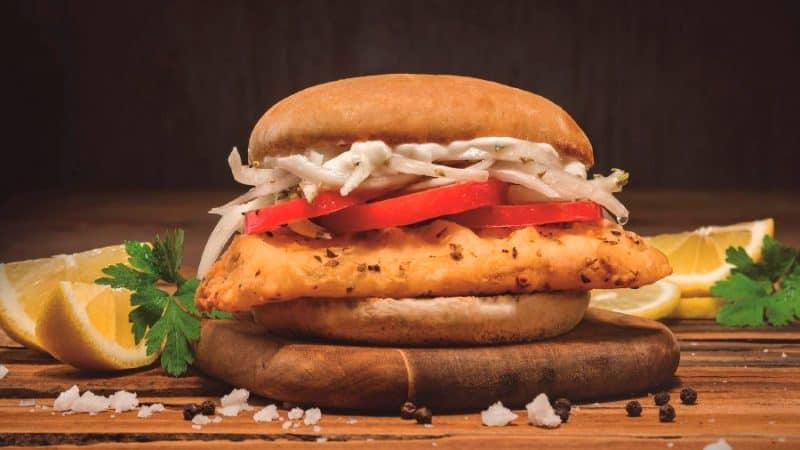Sandwich de pescado en Chile