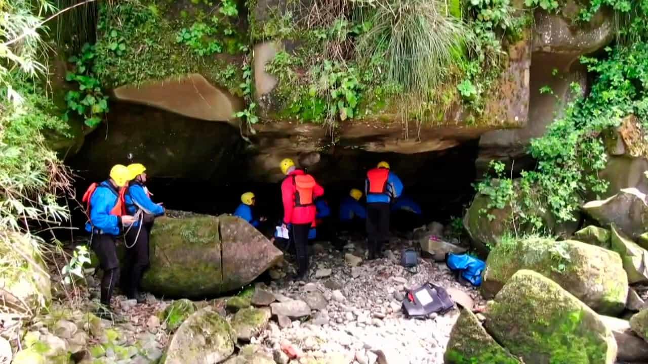 Cueva y fósiles en Valdivia