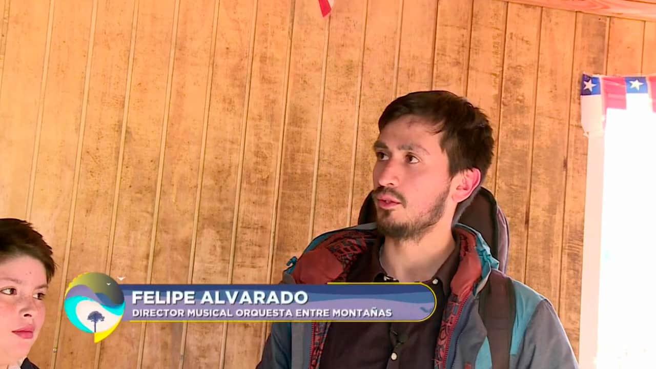 Felipe Alvarado, director musical de la orquesta Entre Montañas