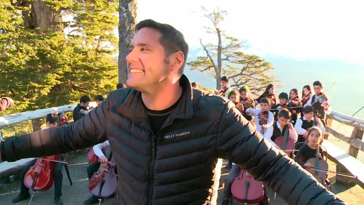 Pancho Saavedra con la orquesta Entre Montañas